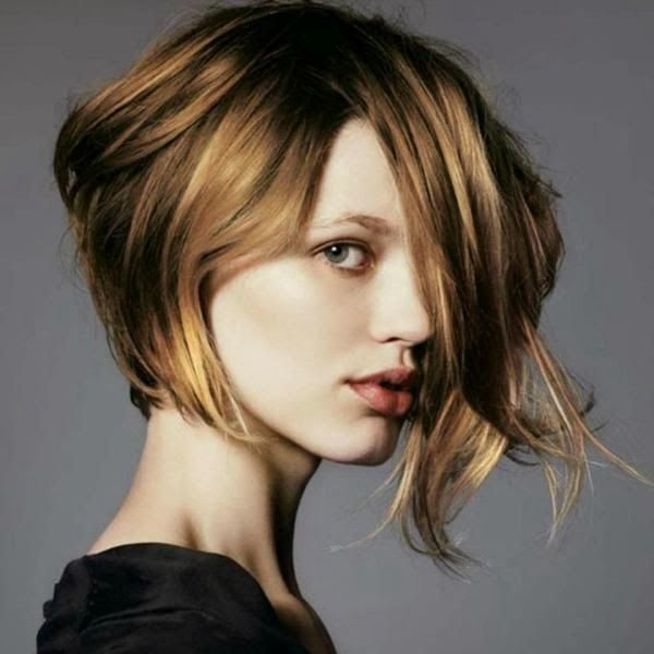 Short blonde bob haircut for round faces