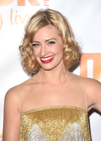 Beth Behrs & # 39; short hair