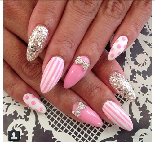 Bare nails with stripes