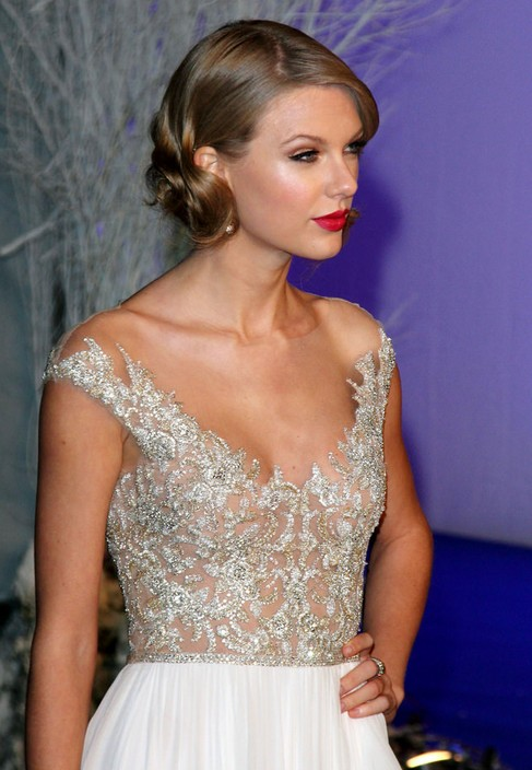 TAYLOR SWIFT & # 39; S DOLLED UP & # 39; DO