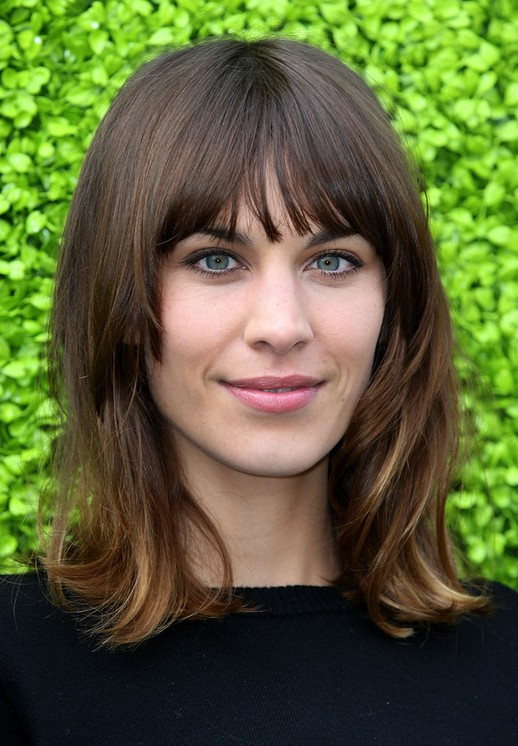 Alexa Chung flattering shoulder length hairstyle