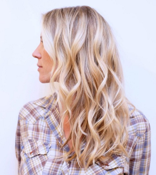 Charming blonde wavy hairstyle