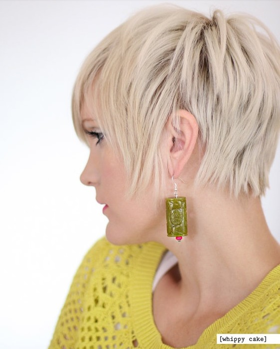 Chic blonde straight pixie hairstyle