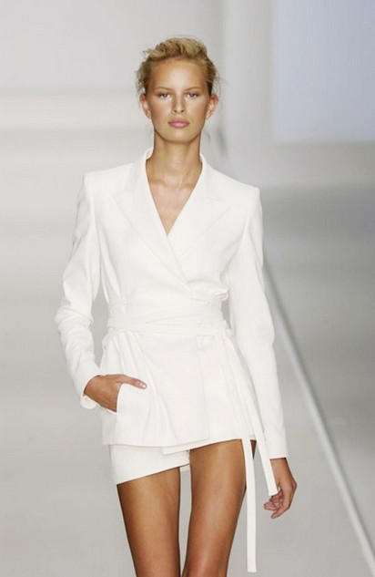 White outfit, catwalk pants suits of white obession
