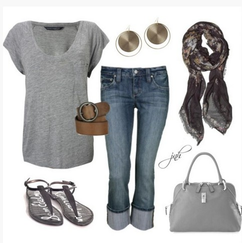 Casual gray spring outfit, loose gray knitted top and sandals