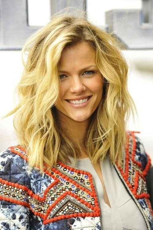 Casual medium wave hairstyle
