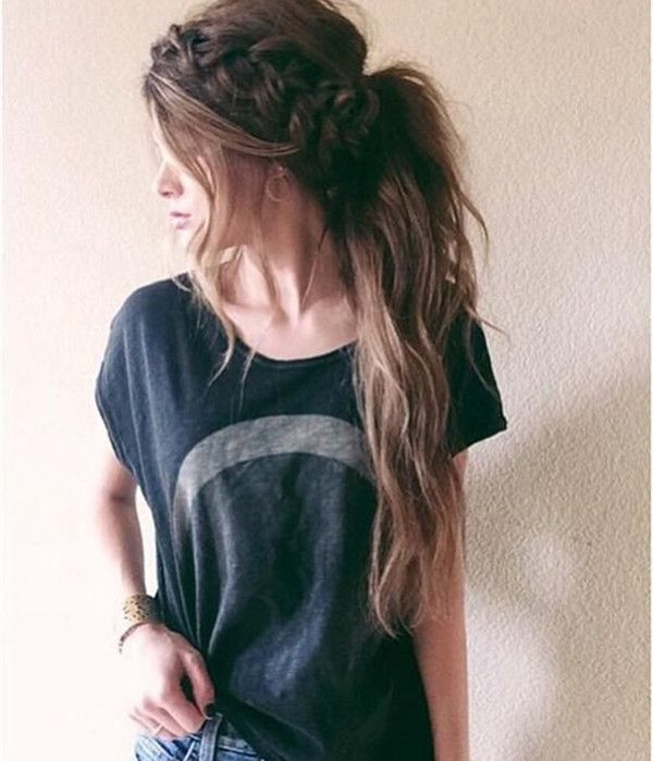 Chaotic ponytail hairstyle with braids