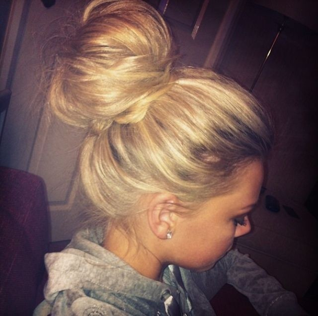 Chaotic top knot for long hair