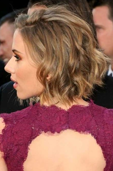 "Scarlett Johansson Short Hairstyles Choppy Layers and Two Highlights Bob ""width ="" 465"