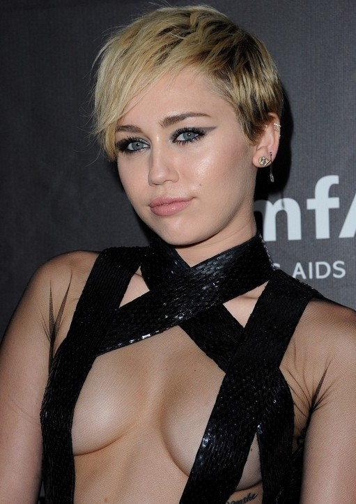 "Miley Cyrus Layered Razor Cut with bangs for women ""width ="" 465"