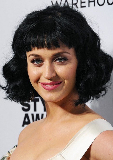 "Katy Perry Short black wavy hairstyle with blunt bangs for women ""width ="" 465"