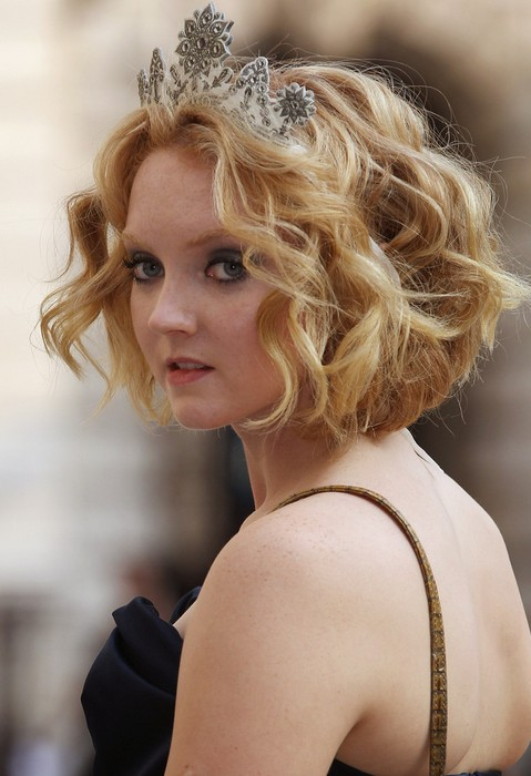 "Lily Cole Short Wavy Curly Hairstyle for Wedding ""width ="" 465"