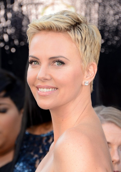"Back view of Charlize Theron Pixie Cut ""width ="" 465"