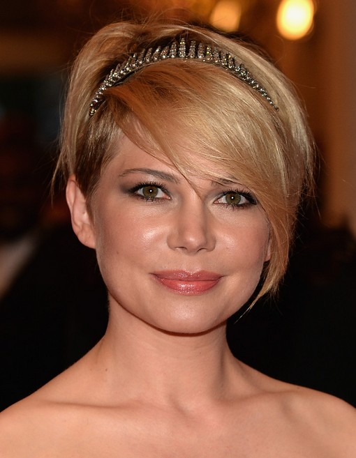 "Michelle Williams Short Hairstyle with Long Bangs for Wedding"" width=""465"