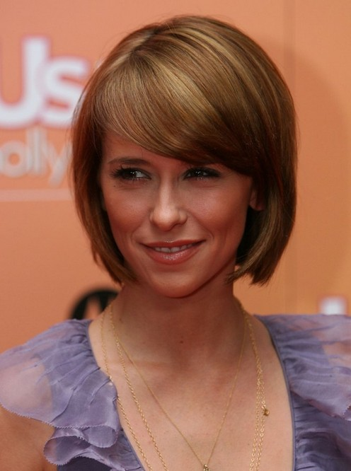 "Jennifer Love Hewitt Short Rounded Bob Haircut with Side Swept Bangs"" width=""465"