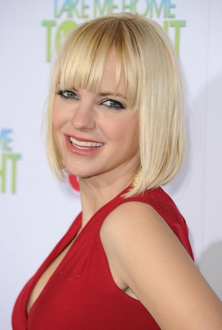 "Anna Faris Short Blunt Bob Hairstyle with Blunt Bangs for Women"" width=""465"