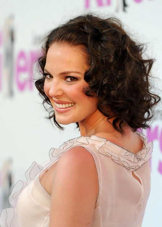 "Katherine Heigl Soft Curly Hairstyle for Short Hair"" width=""465"