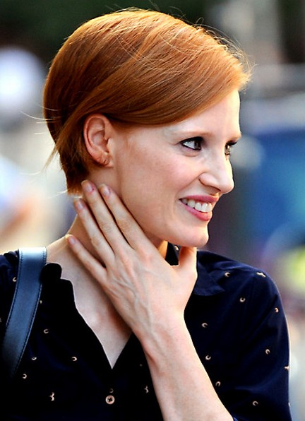 "Jessica Chastain Short Bob Hairstyle with Bright Color"" width=""465"