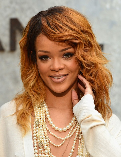 2014 Rihanna Medium Hairstyles: Layers and Soft Waves