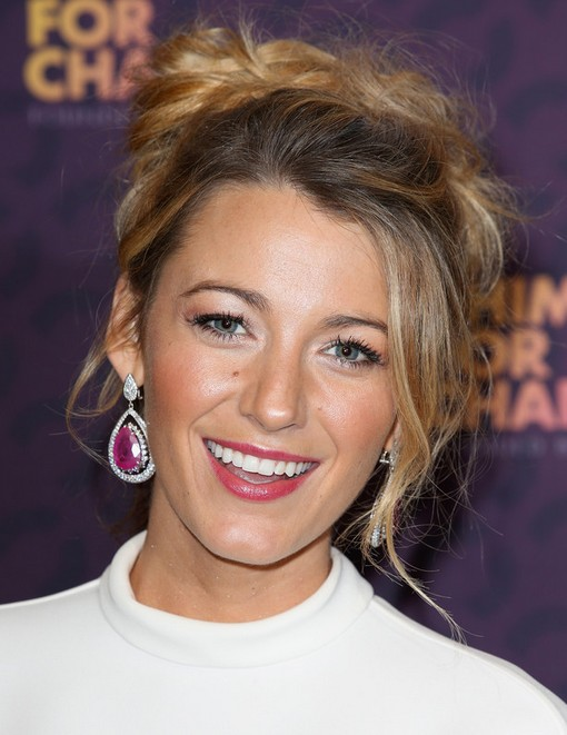 2014 Blake Lively hairstyles: Messy Updo