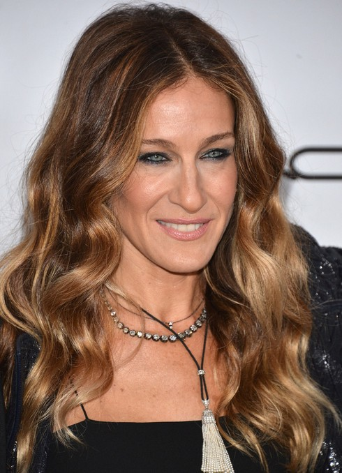 2014 Sarah Jessica Parker Hairstyles: Middle part hairstyle for long waves