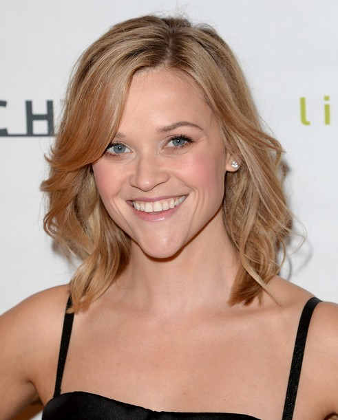2014 Reese Witherspoon Hairstyles: Simple Medium Haircut