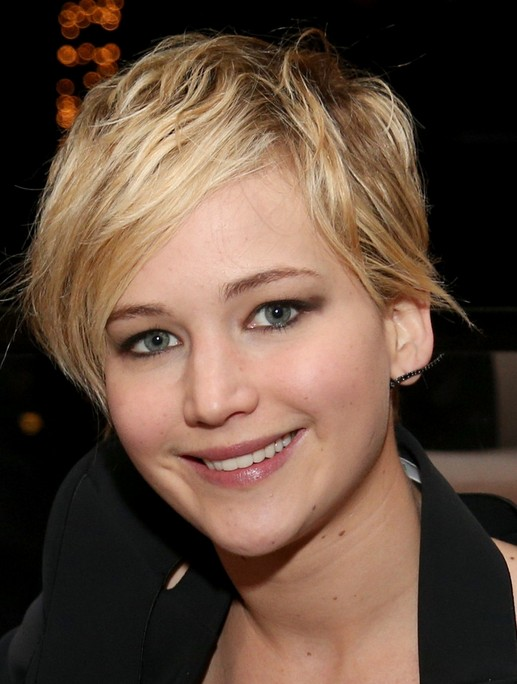2014 Jennifer Lawrence hairstyles: cute pixie haircut with side-swept fringe