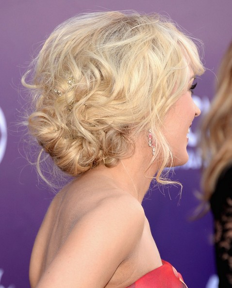 2014 Carrie Underwood Hairstyles: Messy Updo for Prom