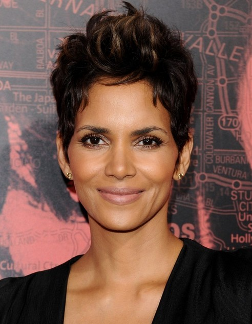 2014 Halle Berry Hairstyles: Short Pixie Haircut