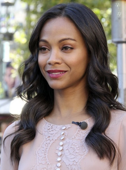2014 Zoe Saldana hairstyles: simple long wavy hairstyle
