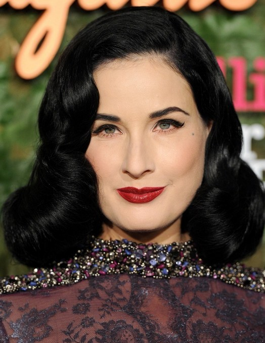 2014 Dita Von Teese Frisuren: Retro langes lockiges Haar