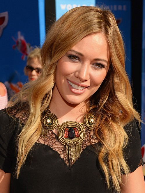 2014 Hilary Duff Frisuren: Glatte blonde Wellen