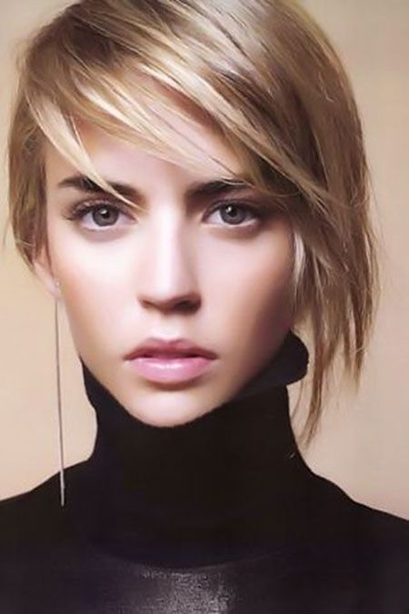 Short straight hairstyle with side bangs