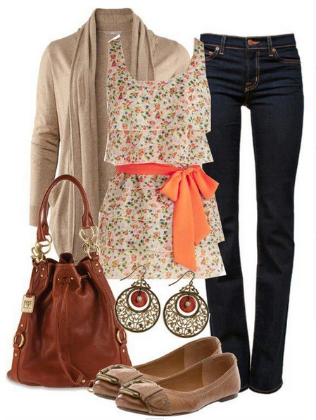 Daily outfit look, top with floral print and brown flats