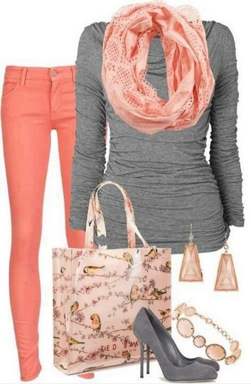 The fabulous coral outfit look, the gray knitted top, the coral colored skinnies and the gray pumps