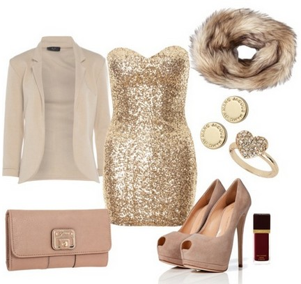 A naked combination for the New Year look, sequin coset dress with bare pumps