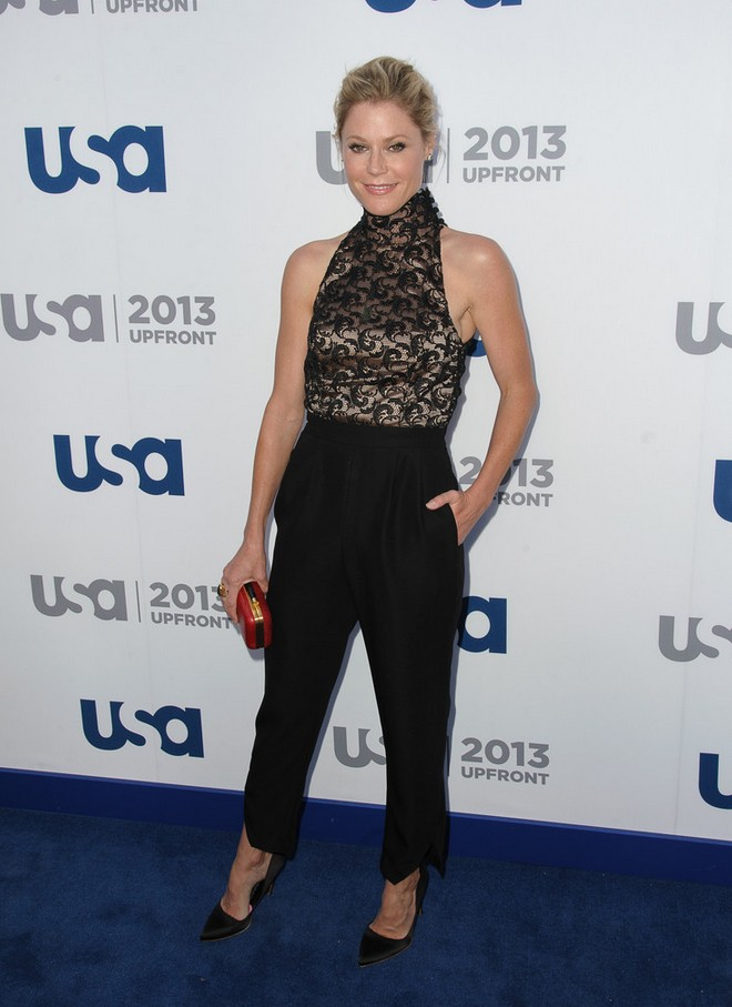 Julie Bowen lace sleeveless turtleneck