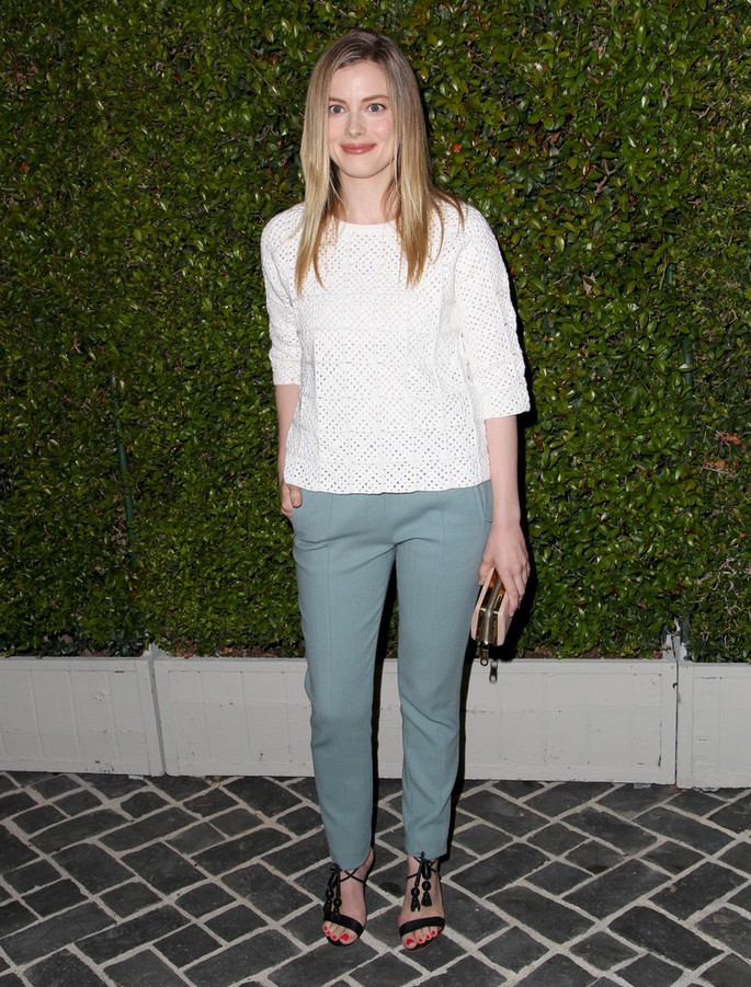 Gillian Jacobs White knitted top