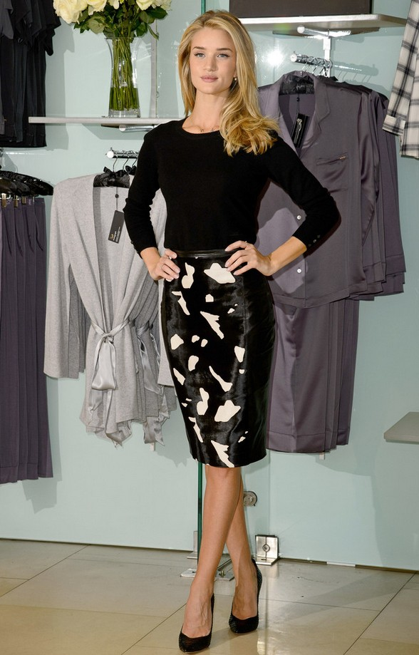 Rosie Huntington-Whiteley long sleeve sweater in pencil skirt with abstract print