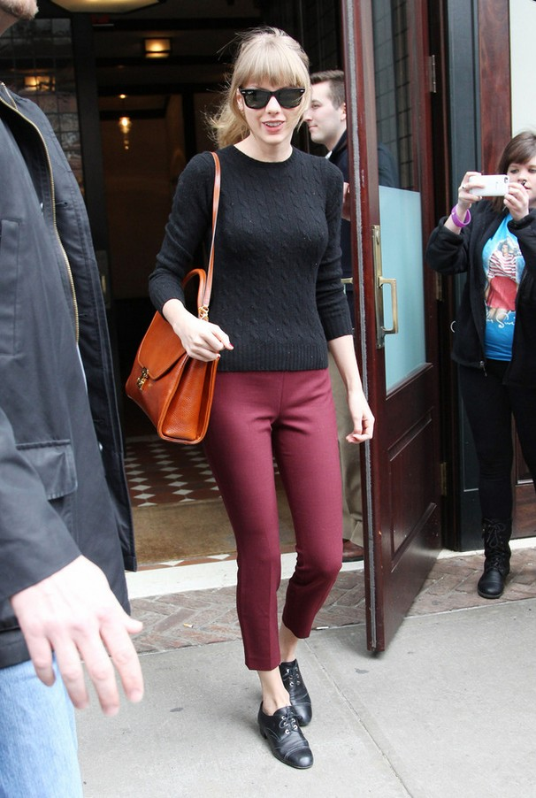 Taylor Swift black crew neck sweater