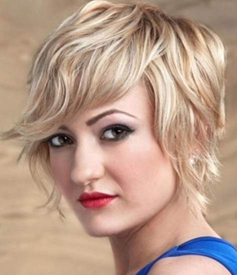 Structured short haircut