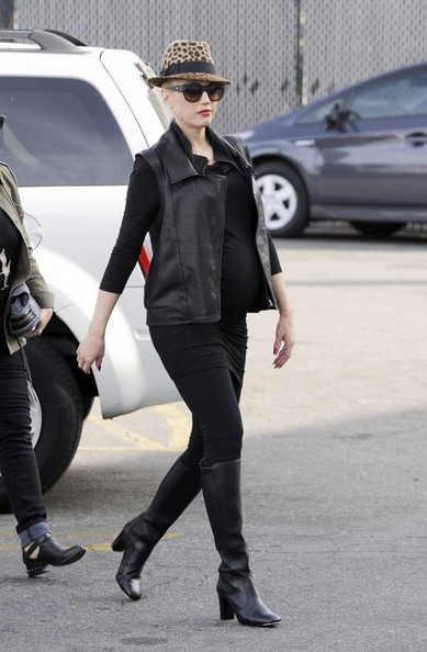 Gwen Stefani Cool autumn outfit with knee-high boots