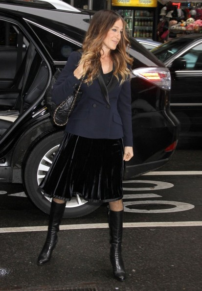 Sarah Jessica Parker Pretty outfit with knee high boots