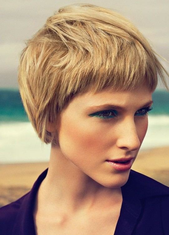Stylish short layer hairstyle for 2014