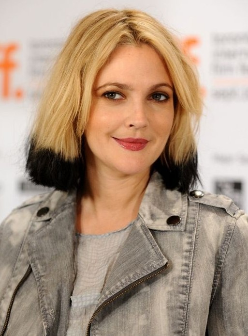 Middle Part Bob Hairstyle: Black Blonde Short Hair For Women