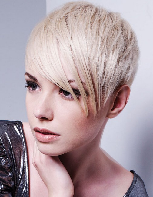Stylish short blonde hair with layers