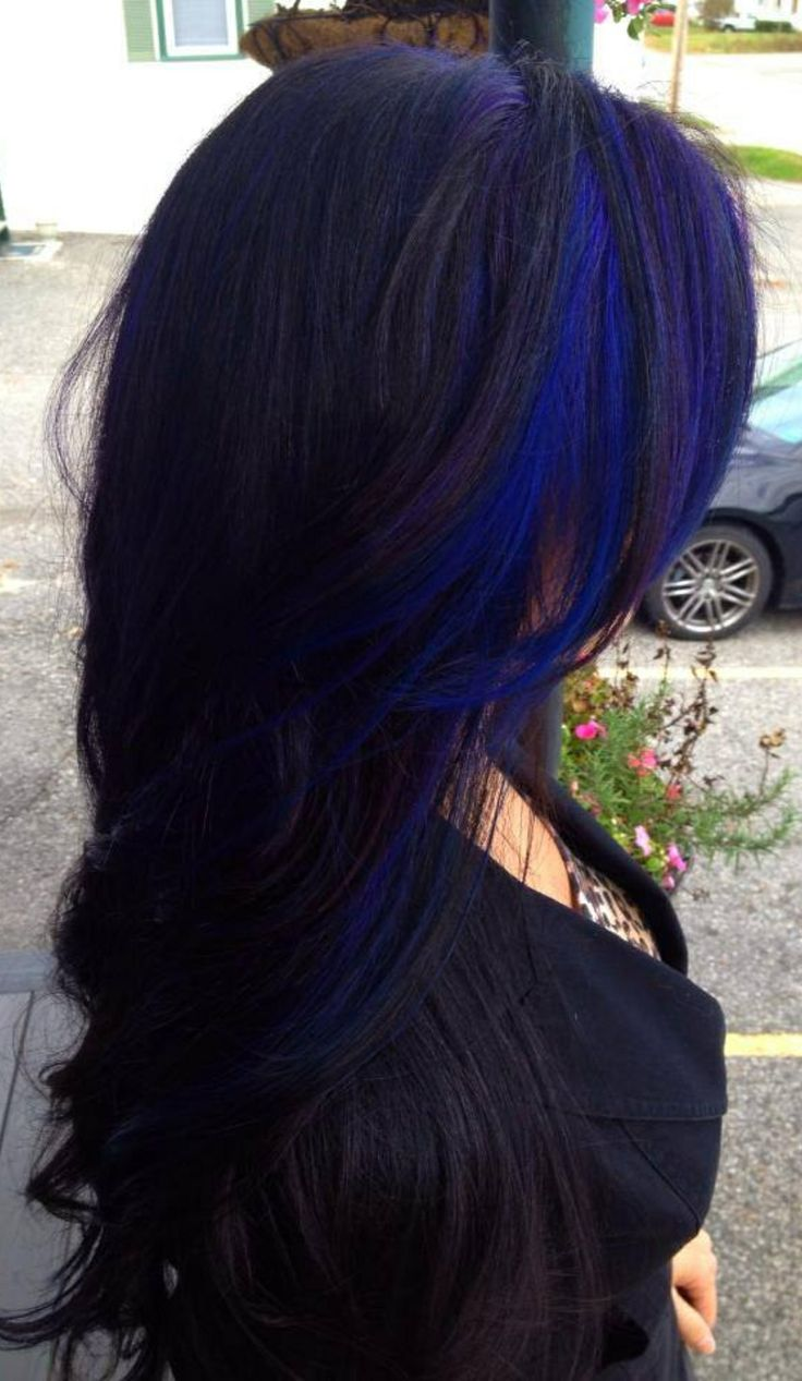 "Long wavy black hairstyle with blue stripes ""width ="" 400"