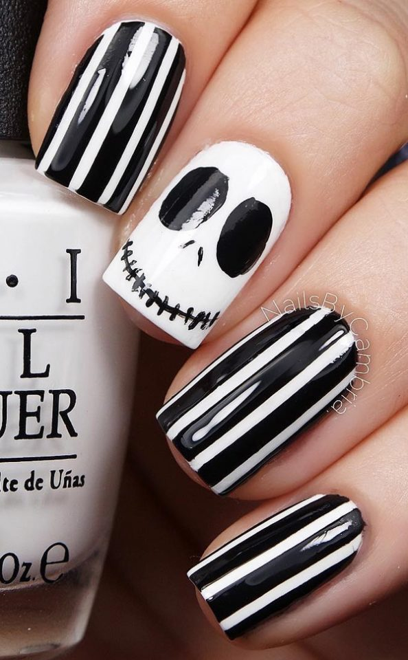 Black and white halloween nails over