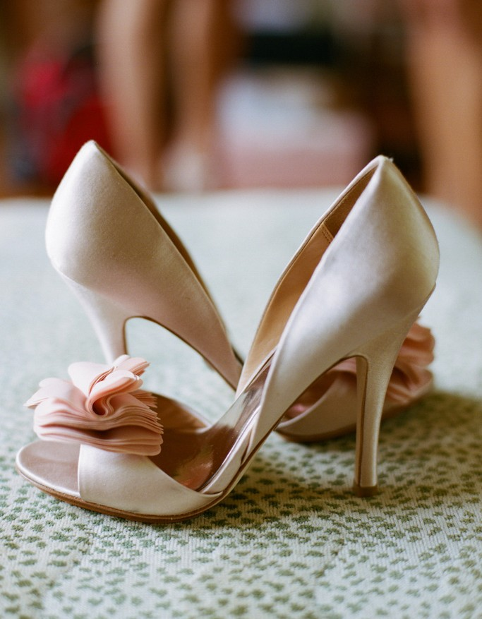 Wedding arch-decorated pumps