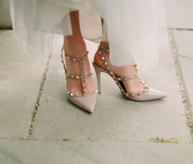 Wedding pumps with open ends